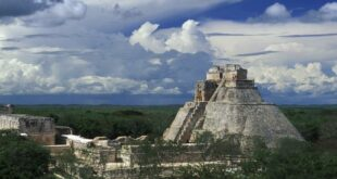 uxmal magician pyramid mexico